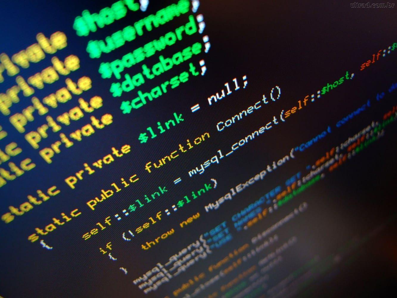 Qual a diferença entre software de código aberto e software de código fechado?